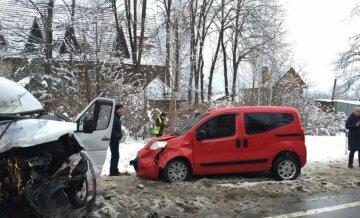 Водитель на Lexus устроил трагическое ДТП на Львовщине, врачи не успели всех спасти: появились кадры аварии