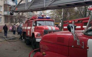 На Харківщині спалахнула серйозна пожежа, серед постраждалих дитина: кадри з місця