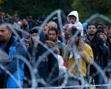 2015-10-16T162230Z_2044038595_LR2EBAG19H72S_RTRMADP_3_EUROPE-MIGRANTS-HUNGARY-pic905-895×505-94