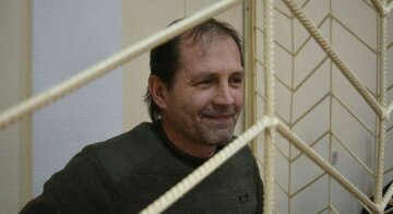 Примусово годуватимуть: як у Криму знущаються над політв'язнем Балухом