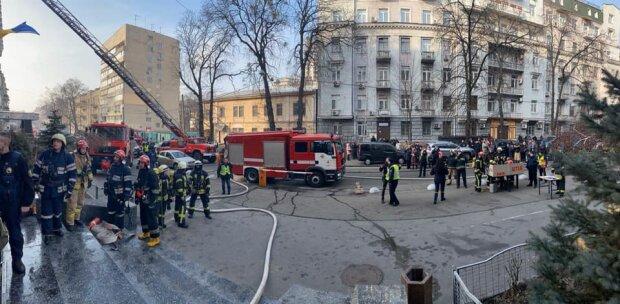 Полыхает Министерство культуры в Киеве, люди в панике: первые подробности и кадры ЧП