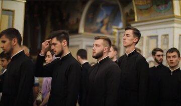Митрополит Онуфрий поздравил 200 выпускников семинарии с окончанием учебы