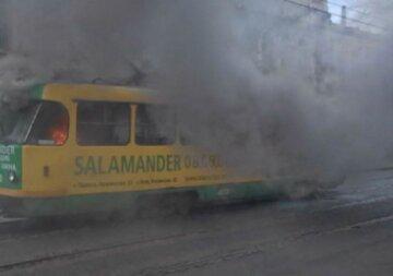Трамвай загорелся во время движения в Одессе, всё в дыму: видео ЧП