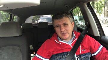 """Романенко розповів, як українців відволікають від розпилу грошей: """"Ви повинні оплачувати"""""""