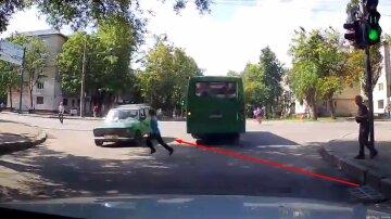 У Харкові на переході збили дитину: момент потрапив на відеореєстратор