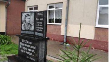 Пам'ятник Лесі Українці раптово зник у Львові, фото: знесли вночі