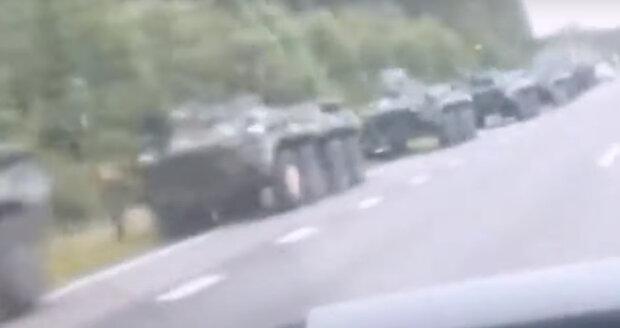 Білоруські танки рушили до кордону з РФ, по всій країні оголошена мобілізація: що відбувається