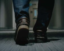 muzhchina-nogi-tufli-bogatstvo-640×394