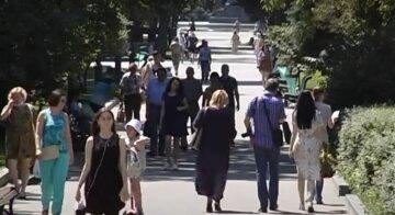 українці, літо, пенсії, зарплати, скрін