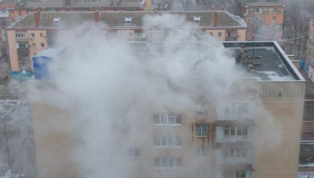Общежитие колледжа пылает в Днепре, на помощь брошены все силы: первые фото и видео