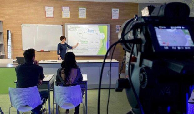"""""""Діти повинні ходити в школу"""": в Україні хочуть скасувати дистанційне навчання"""