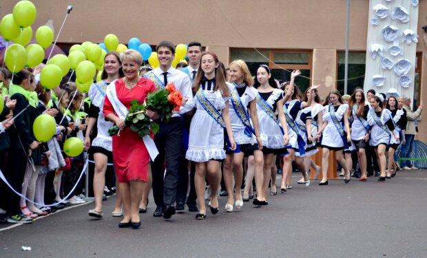 В Украине могут отменить последний звонок: дети в большой опасности