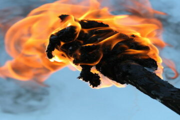 факел огонь подпал