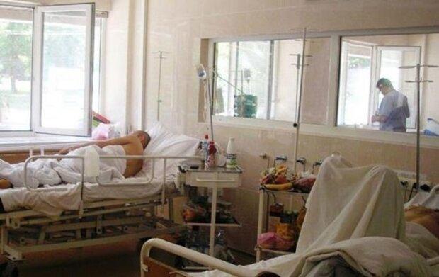 """Вірус завдає удару з новою силою, одеські медики панікують: """"лікарні заповнені на 100%"""""""