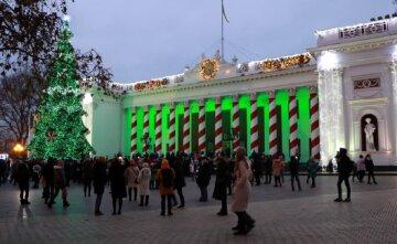 Известной скульптуре в центре Одессы отбили пикантную часть тела: кадры происходящего