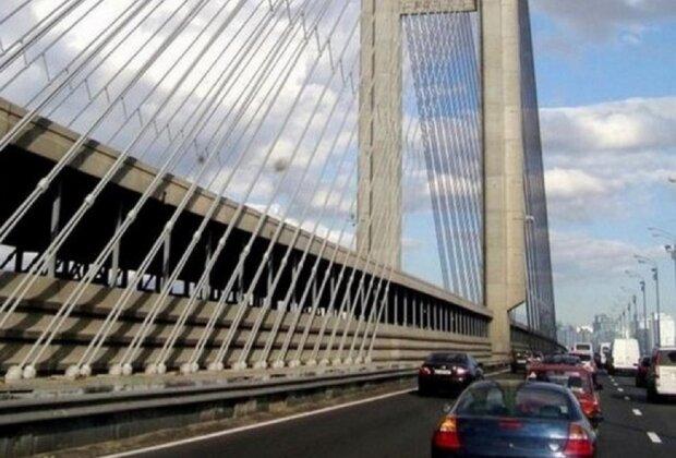 """У Києві """"втомився"""" ще один міст, фото аварії: """"По другому колу ремонтують"""""""