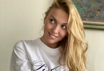"""Бесстыжая Полякова в невидимом бикини выставила напоказ свои """"румяности"""" на пляже: """"Очень жарко"""""""