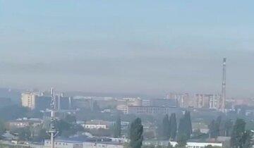 """""""Харків потопає в їдкому димі"""": жителі скаржаться на запах сірководню в повітрі, відео"""