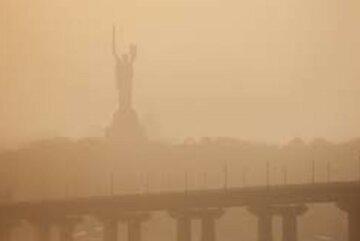 Пылевая буря несется в Украину, здоровье людей в опасности: кому нужно быть осторожными в эти дни