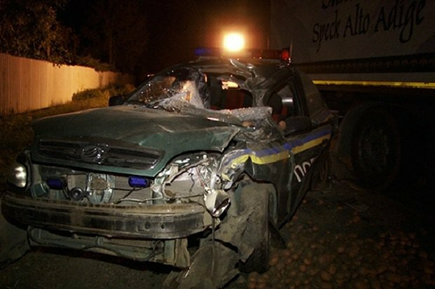 ДТП на Прикарпатье: фура сбила полицейского (фото)