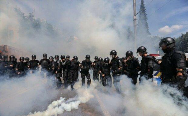 Центр Киева заблокирован, подтягиваются люди со всех регионов: кадры массового бунта