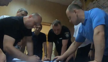 """Видели на набережной"": на Днепропетровщине объявили в розыск молодого парня, фото"