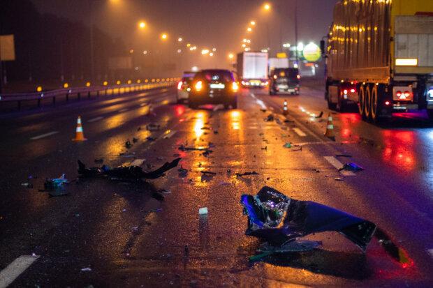 В Киеве хозяин Kia пошел на таран фуры: что стало с машиной и водителем, фото, видео