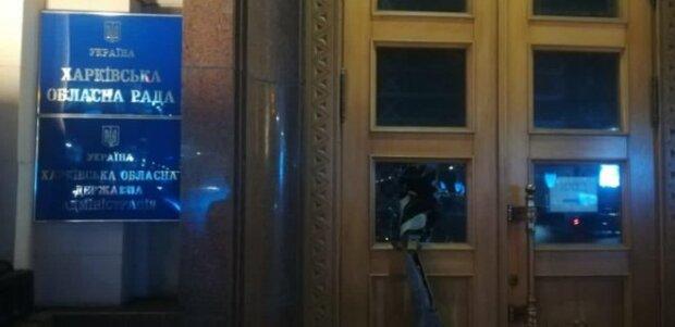Харьковскую ОГА атаковали, полиция примчалась на место ЧП: кадры с места событий