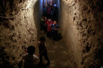 Для сирійських дітей побудували підземний майданчик (фото)