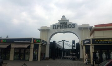 Одесситам показали, что творится на Привозе после введения запрета на работу рынков: фото