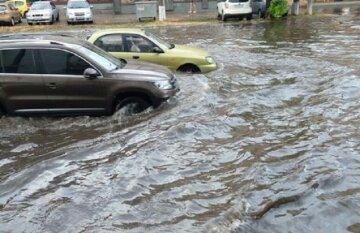 """Днепр превращается в """"Венецию"""" после дождя, в мэрии нелепо оправдываются: """"С этим не справится ни один..."""""""
