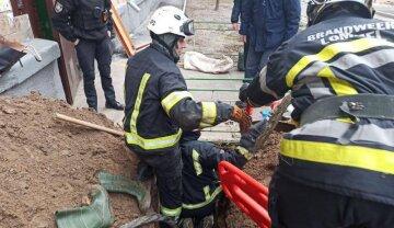 Кадры трагического ЧП в Киеве: спасатели бросились на помощь, из под завалов достали тело