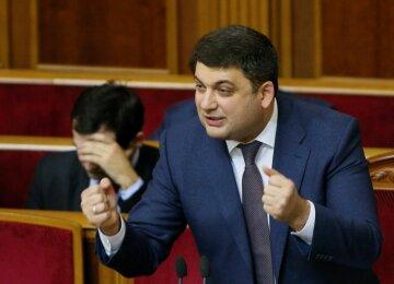 Гройсман разозлил украинцев показухой с телефоном: Унизительные подачки