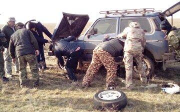 """""""Пробитые  шины и разбросанные стволы"""": охотники устроили беспредел в парке на Одесчине, фото"""