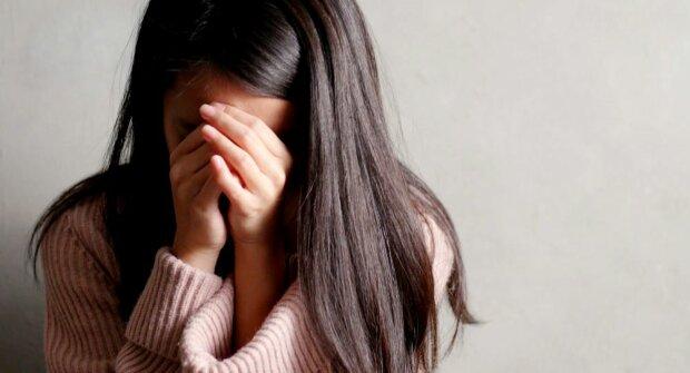 женщина плачет грусть печаль горе