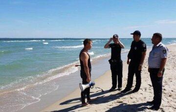 Фекалії виявили в Чорному морі, відпочиваючим заборонено купатися: відео неподобства