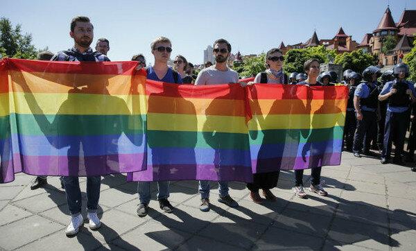 Журналіст пояснив, за що борються ЛГБТ в Україні