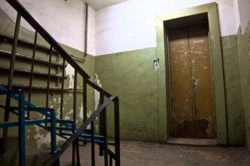 """""""Припекло на майданчику"""": мешканці будинку в Дніпрі перетворили під'їзд в громадський туалет, фото"""
