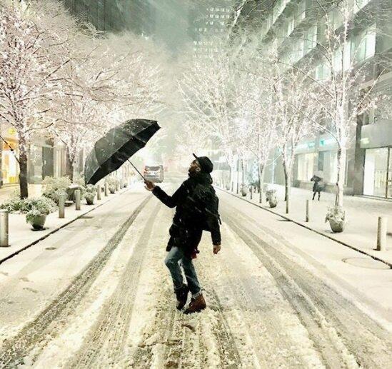 Сніговий шторм обрушився на столицю, сотні людей не потрапили додому: вражаючі фото