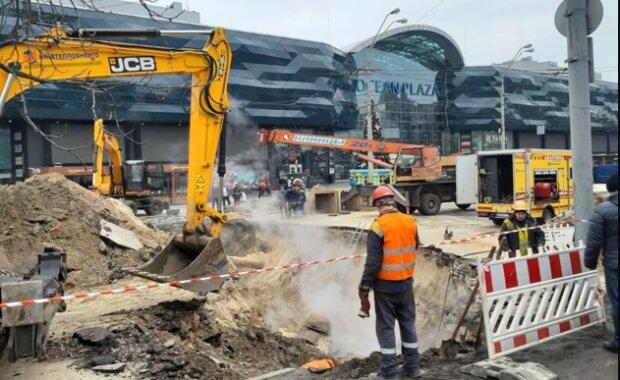 Потоп в Ocean Plaza обернулся пугающими последствиями: кадры происходящего внутри ТЦ