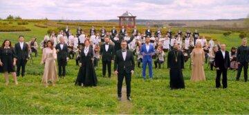 """Козловский, Огневич, Пономарев и другие звезды потрясли масштабным исполнением песни, видео: """"на 12 языках"""""""