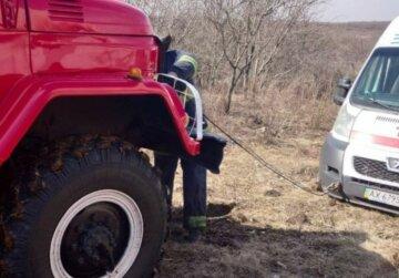 НП з машиною медиків у Харкові, з'їхалися рятувальники: деталі і кадри того, що відбувається