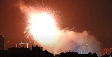 Недалеко от военного госпиталя: жителей возмутил праздничный салют среди ночи, кадры