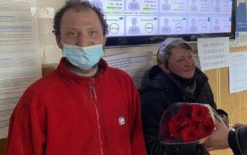 Зворушлива історія двох безхатченків у Києві: пара отримала паспорти і вирішила почати нове життя