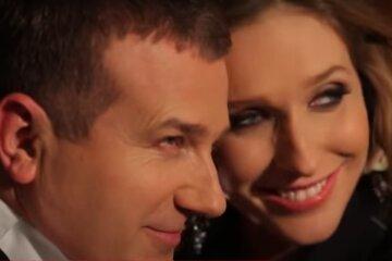"""Напомаженный Горбунов признался, чем занимается с красоткой-женой по ночам: """"На пенсию пора уже!"""""""