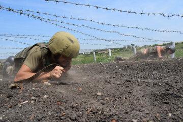 Насилуют народ всеми способами Камасутры: украинцам показали, как на самом деле живут бойцы на полигоне