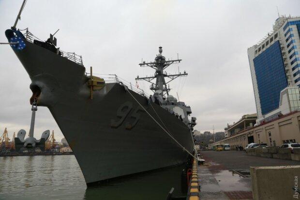Забитий летальною зброєю: перші фото есмінця США в Одесі