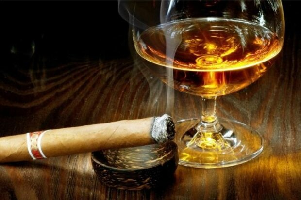 В Раде готовят алкогольно-сигаретный запрет