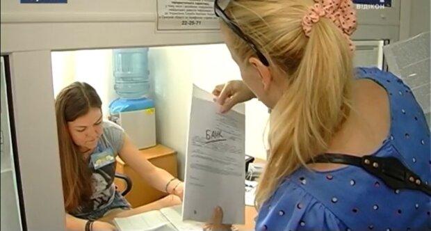 Українцям виплатять компенсації 1779 гривень щомісяця: як отримати гроші і кому пощастить
