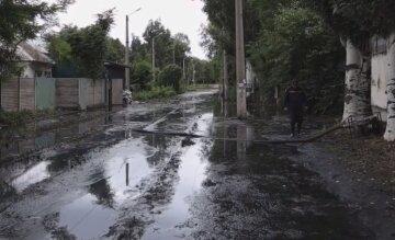 """""""Жить в доме будет невозможно"""": в Днепре целую улицу затопило канализационными водами, видео"""
